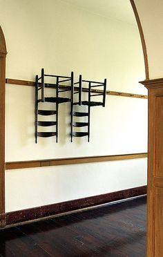 Hanging furniture from wall mounted peg rails for clutter free spaces is an iconic feature of shaker style Hanging Furniture, Furniture Making, Hanging Chairs, Estilo Shaker, Shaker Furniture, Antique Furniture, Interiores Design, Decoration, Furniture Design