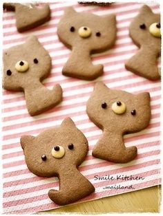 Kitty cat cocoa cookies and like OMG! get some yourself some pawtastic adorable cat apparel! Cat Cookies, Cocoa Cookies, Cookies Et Biscuits, Cupcake Cookies, Sugar Cookies, Galletas Cookies, Cupcakes, Macaroons, Decorated Cookies