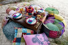 I want to do something like this for my next birthday. Moroccan style beach picnic/teaparty.