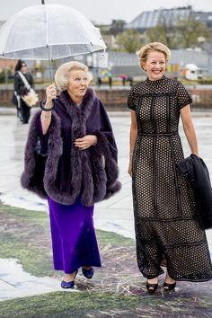Princess Beatrix and Princess Mabel Dutch Princess, Crown Princess Mary, Valentino, Royal Tiaras, Queen Dress, Three Daughters, Queen Maxima, Dutch Royalty, Royal Fashion