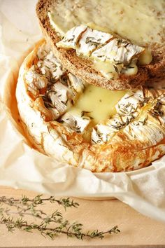 baked camembert with honey and thyme