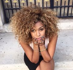 Beautiful natural curls Pinterest: @ inayaarmani