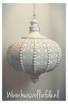 Prachtige marokaanse hanglamp.Verkrijgbaar bij www.huisvolliefde.nl #bohemian #marokko #wit