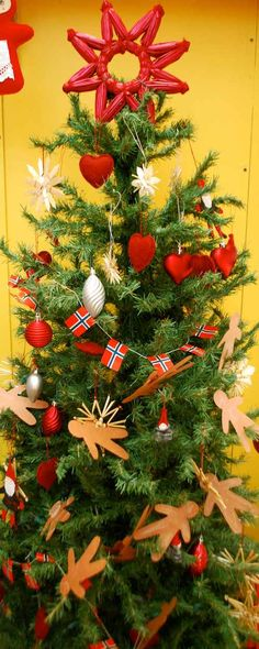 Norwegian Christmas Foods | Norwegian Christmas Tree- Kid World Citizen