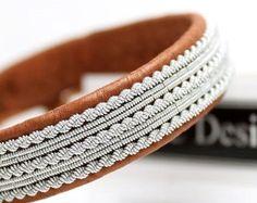 Sami bracelet saami bracelet made in sweden viking Thread Bracelets, Handmade Bracelets, Handcrafted Jewelry, Leather Jewelry, Leather Cord, Beaded Jewelry, Barrette, Bracelet Viking, Vegvisir