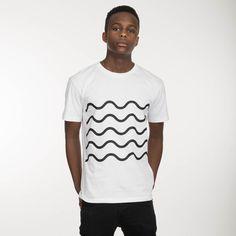 Das beliebte THOKKTHOKK Herren T-Shirt wird aus 100% Biobaumwolle und fair hergestellt. Das T-Shirt ist zu 100% Fairtrade, aus zertifizierter Biobaumwolle und wird schadstoffarm nach dem Öko-Tex 100 Standard gefärbt. Das Shirt ist eher schmal geschnitten