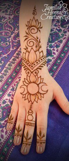 Moon henna Lotus www. Moon henna Lotus www. Henna Tattoo Designs Simple, Beautiful Henna Designs, Mehandi Designs, Tattoo Simple, Henna Designs Wrist, Palm Henna Designs, Jagua Tattoo, Jagua Henna, Mehndi Tattoo
