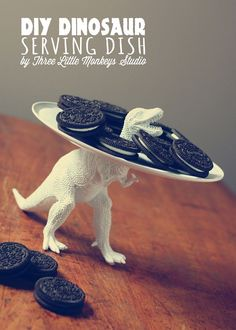 LOVE!!!  You know i love those little toy animals!  DIY dinosaur serving dish - !!!!