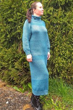 Learn how to knit a free super chunky sweater pattern in a weekend! | Learn how to knit with Learn How To Knit, Wordpress, High Neck Dress, Knitting, Sweaters, Pattern, Free, Travel, Dresses