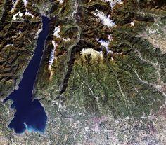 Godetevi questo meraviglioso scatto! Il Lago di Garda visto dallo spazio. Ringraziamo l'Agenzia Spaziale Europea per la foto - Enjoy this wonderful pic! Lake Garda seen from space. Special thanks to the European Space Agency - Copyright: JAXA, ESA