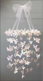 Ein schönes Schmetterling-Mobile fürs Kinderzimmer   - Mobile-Ringe Kunststoff (amazon)   - Wanddeko Schmetterlinge im 3D-Style (amazon)   ...