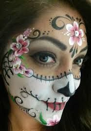 When you think about face painting designs, you probably think about simple kids face painting designs. Many people do not realize that face painting designs go Face Painting Tutorials, Face Painting Designs, Paint Designs, Sugar Skull Mädchen, Sugar Skull Face Paint, Rosto Halloween, Up Halloween, Halloween Costumes, Vintage Halloween