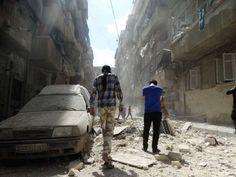 """Ein UN-Gutachterteam macht die syrische Regierung für eine dritte Chemiewaffenattacke im Bürgerkrieg verantwortlich. Es gebe """"genügend Beweise"""" dafür. Syrische Truppen hätten am 16. März 2015 eine """"giftige Substanz"""" - vermutlich Chlor - auf den Ort Kmenas abgeworfen, hieß es in einem Bericht. Das Papier wurde von der Organisation für das Verbot von Chemiewaffen und des Gemeinsamen UN-Investigativmechanismus vorgelegt. Es wurde am Freitagabend ..."""