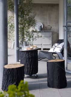 How tо Make а Tree Stump Table Outdoor Rooms, Outdoor Living, Outdoor Decor, Garden Table, Home And Deco, Diy Furniture, Sweet Home, House Design, Interior Design