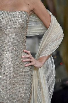 Armani Privé Fall 2018 Couture París Couture Details, Fashion Details, Party Fashion, Fashion Week, Formal Wear, Formal Dresses, Dressed To The Nines, Armani Prive, Classy And Fabulous