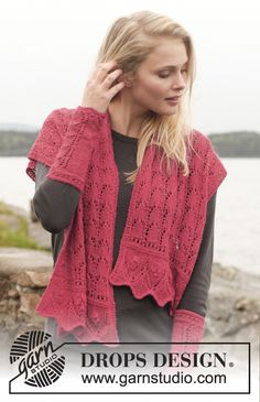"""Knitted DROPS shawl and wrist warmers with lace pattern in """"Alpaca"""". Size one-size. ~ DROPS Design"""