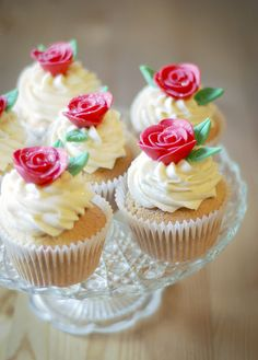 .pretty rose cupcakes