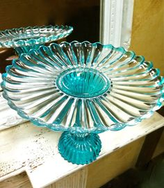 Vintage Cake Pedestal in Turquoise via Etsy Beautiful! all it needs is a pink cake! Vintage Cake Plates, Vintage Cake Stands, Vintage Dishes, Kitchenaid, Cake Pedestal, Cake Carrier, Aqua, Cake Platter, Cake And Cupcake Stand