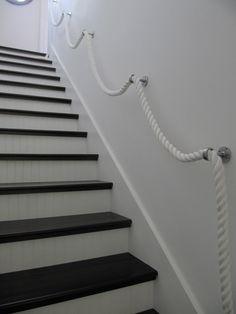 Praxis | Genoeg van je houten trapleuning? Doe eens anders en hang een touw op!