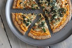 sweet potato pizza with caramelized onion and kale. yum.