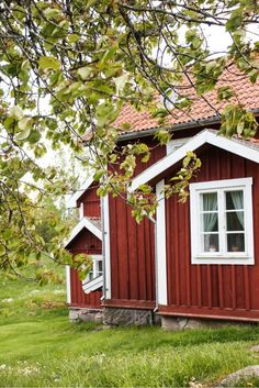 Bullerbü and Lönneberga - a breath of Astrid Lindgren www. Swedish Cottage, Red Cottage, Swedish House, Exterior Design, Interior And Exterior, Voyage Suede, Red Houses, Wooden Houses, House Of Beauty
