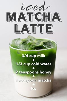 This iced matcha latte is surprisingly easy to make. I'll show you, step-by-step, my method to a delicious layered iced matcha latte. Green smoothies for all day energy Yummy Drinks, Healthy Drinks, Healthy Foods, Detox Cleanse For Weight Loss, Matcha Latte Recipe, Matcha Drink, Matcha Cake, Matcha Smoothie, Matcha Green Tea Latte
