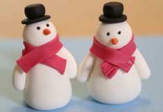 Des bonhommes de neige en pâte à sucre Surprenez vos invités avec cette déco-cadeau d'assiette deux en un, trop mignon et super faicle à réaliser ! Un bonhomme de neige en pâte à sucre ?