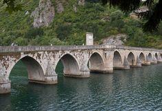 Il ponte sulla Drina di Višegrad, patrimonio Unesco dell'umanità.