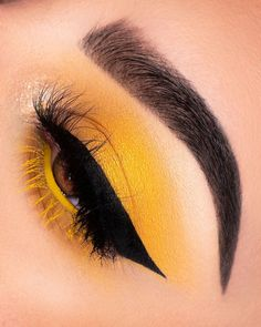 Eyeshadow Looks Yellow Eyeshadow- - Yellow Eyeshadow- - make up yellow Yellow Eyeshadow- - Dress Models Makeup Eye Looks, Eyeshadow Looks, Eyeshadow Makeup, Beauty Makeup, Glitter Eyeshadow, Simple Eyeshadow, Eyeshadow Palette, Eyeshadow Ideas, Gel Eyeliner