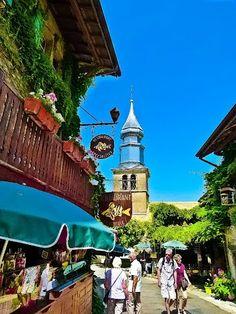Discover the world through photos. Yvoire, Chamonix, Beaux Villages, French Beauty, France Travel, Swiss Alps, Switzerland, Viajes, Auvergne