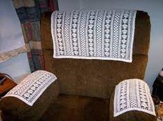 Ter bescherming kleedjes over de stoel (tegen vieze plekken).