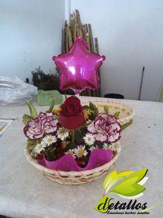 Detrás del taller de Detallos, hacemos arreglos florales para complacer todos los gustos.