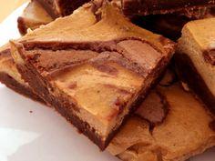 Post: Pumpkin cheesecake brownies (pastel de queso, calabaza y chocolate) --> base tarta cheesecke, brownie, mezcla de brownies, pastel de queso, postres con calabaza, postres recetas delikatissen, Pumpkin cheesecake brownies, pumpkin pie, tarta de calabaza, tarta de queso