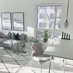 Ensimmäinen kynttelikkö laitettu esiin, joulu saa pikkuhiljaa tulla meidän kotiin Vaikka mies onkin erimieltä♀️ #livingroom #livingroomdecor #livingroominspo #livingroomdesign #olohuone #sisustus #sisustaminen #interiør #interior #interiorinspo #interiordesign #hellinterior1 #mynordicroom #homeideas #haydesign #heminspiration #mitinspo #thursdayinspoo #scandinavianhome #vakrehjemoginterior #skandinaavinenkoti #inspiroivakoti #etuovisisustus #instakodit #hus10a #cozyhome #nordiskehjem #...