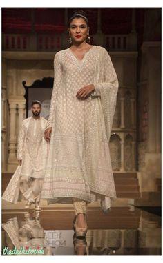 Indian Bridal Fashion, Bridal Fashion Week, Indian Attire, Indian Ethnic Wear, Dress Indian Style, Indian Dresses, India Fashion, Asian Fashion, Tokyo Fashion