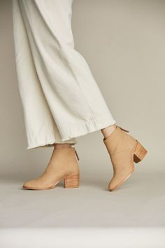 Fashion Shoes, Girl Fashion, Fashion Outfits, Fashion Design, Fast Fashion, 50 Fashion, Womens Fashion, Aesthetic Shoes, Aesthetic Clothes