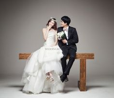 Weddingritz have 20 years of experience in Korea pre wedding Field that provide high quality customized photography package services to overseas customers with offering the lowest price pre wedding photoshoot packages. Pre Wedding Photoshoot, Wedding Pics, Wedding Shoot, Wedding Dresses, Couple Photography, Wedding Photography, Photography Ideas, Dream Day Wedding, Korean Wedding