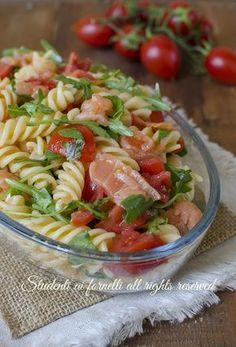 pasta fredda salmone e rucola pomodorini ricetta primo estivo insalata veloce gustosa