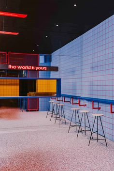 Biggy: is a Full Immersion in the American Street Culture – Trendland Online Magazine Curating the Web since 2006 Hd Diner, Bar Interior, Interior Design, Life Size Games, Urban Bar, Fast Food Restaurant, Burger Restaurant, Burger Bar, Modern Restaurant
