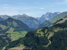 Berwang, das höchste Bergdorf der Tiroler Zugspitz Arena, und die Zugspitze
