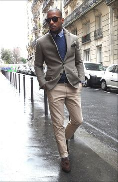 Nice look. Photo is too small to tell what kind of pattern that blazer is, unfortunately.