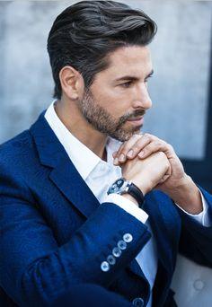 Mens Hairstyles With Beard, Cool Hairstyles For Men, Hair And Beard Styles, Medium Length Hair Men, Medium Hair Styles, Pelo Formal, Gentleman Haircut, Guy Haircuts Long, Wavy Hair Men