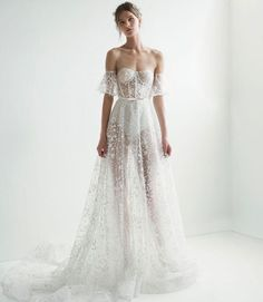 Channel the red carpet on your wedding day in this gorgeous gown from @leegrebenau's 2018 collection!