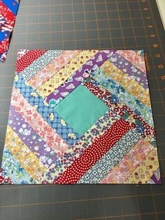 I started a new quilt This was is sooooo long in the making. Couldn't decide what to make, design wise. Borrowed log cabin ruler today and it's awesome. This is a 12 inch block and I need to make a big quilt. Strip Quilts, Scrappy Quilts, Easy Quilts, Small Quilts, Mini Quilts, Quilt Blocks, Quilting Tutorials, Quilting Projects, Quilting Designs