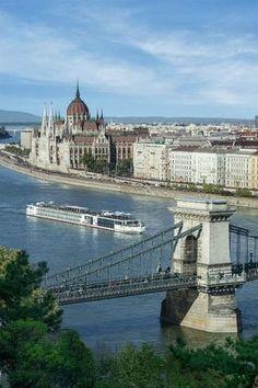 Boedapest is één van de mooiste steden van oost-europa, én een erg goedkope stad om te bezoeken. Je raakt niet uitgekeken in Boedapest. Bekijk de tips.