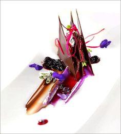 Décidément, on ne se lasse pas des gourmandises ! ;) (Violette,  cuvée du sourceur Chuao de Valrhona) > Merci à ceux qui partageront cette photo ! ;) . L'art de dresser et présenter une assiette comme un chef... http://www.facebook.com/VisionsGourmandes . #gastronomie #gastronomy #chef #recette #cuisine #food #visionsgourmandes #dressage #assiette #art #photo #design #foodstyle #foodart #recipes #designculinaire #culinaire #artculinaire #culinaryart #foodstylism #foodstyling)