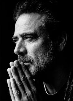 The walking dead Jeffrey Dean Morgan, Portrait Photography Men, Photography Poses For Men, Hilarie Burton, Foto Art, Carl Grimes, Daryl Dixon, The Walking Dead, Handsome