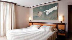 """con el tapiz de Subirachs """"La creación"""" de Medidas: 118 x 200 cm Sitges, Lorenzo Quinn, Barcelona, Tapestry, English, Detail, Bedroom, Furniture, Home Decor"""