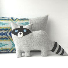 the Raccoon wool plush PILLOW por ThreeBadSeeds en Etsy