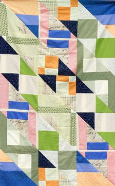 Article : Quilt without a Pattern ex.:Improv Quilt with Half-Square Triangles